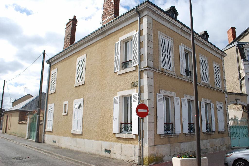 Achat Maison 8 pièces à Cosne-Cours-sur-Loire - vignette-1