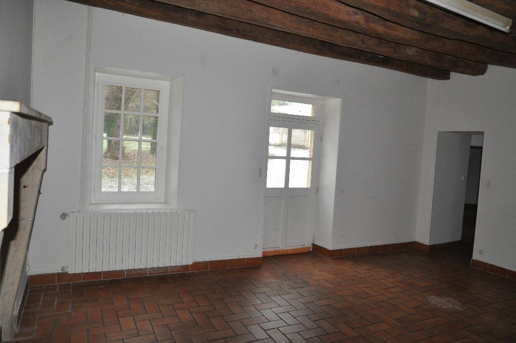 Location Maison 4 pièces à Donzy - vignette-1