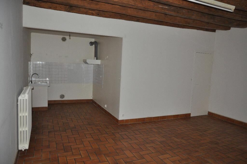 Location Maison 4 pièces à Donzy - vignette-2