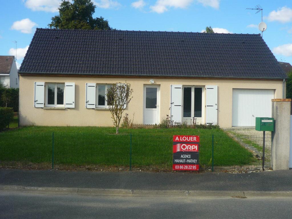Location Maison 5 pièces à Neuvy-sur-Loire - vignette-1