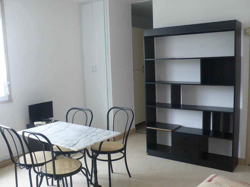Location Appartement 1 pièce à Cosne-Cours-sur-Loire - vignette-1