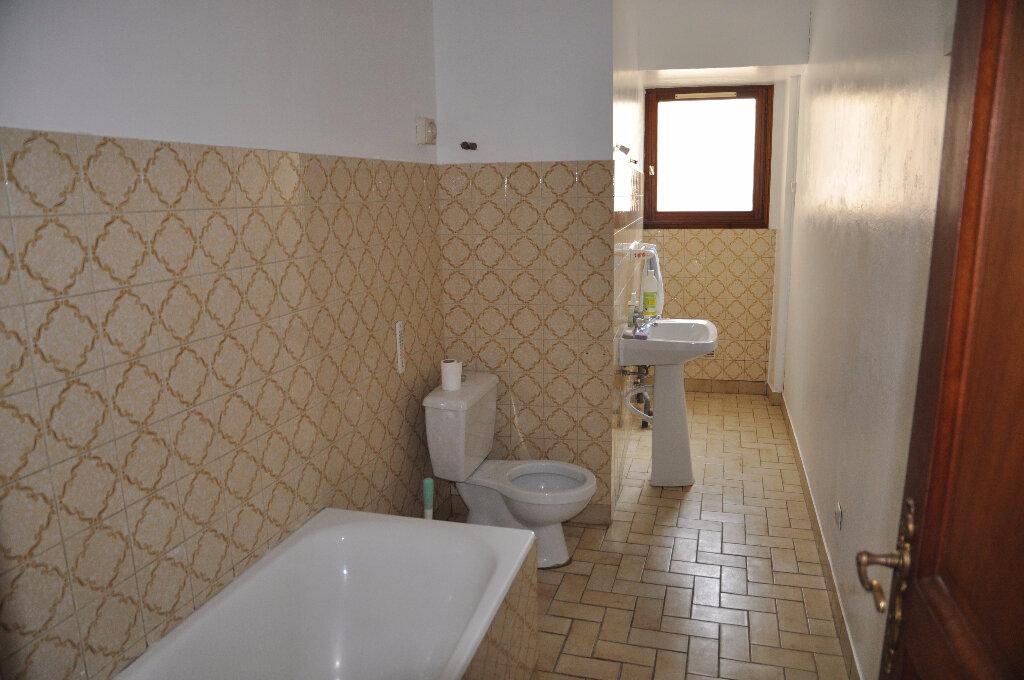 Location Appartement 3 pièces à Cosne-Cours-sur-Loire - vignette-5