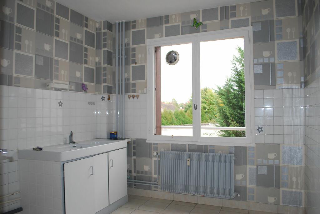 Achat Appartement 3 pièces à Cosne-Cours-sur-Loire - vignette-2