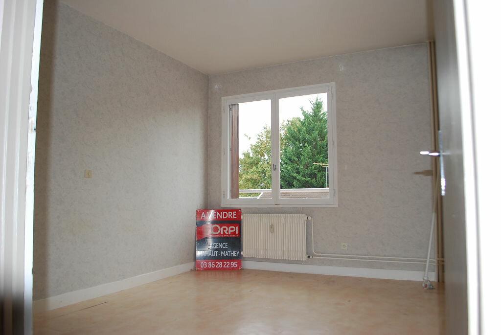 Achat Appartement 3 pièces à Cosne-Cours-sur-Loire - vignette-3