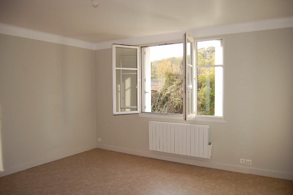 Location Appartement 3 pièces à Saint-Satur - vignette-1