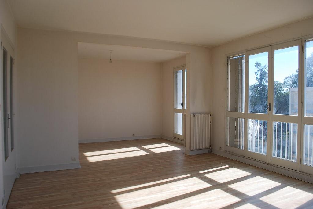Achat Appartement 4 pièces à Cosne-Cours-sur-Loire - vignette-2