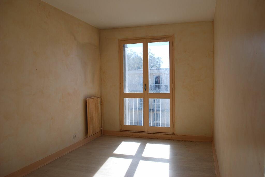 Achat Appartement 4 pièces à Cosne-Cours-sur-Loire - vignette-5
