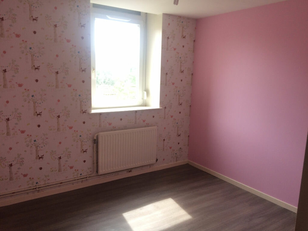 Location Appartement 4 pièces à Sainte-Marguerite - vignette-1