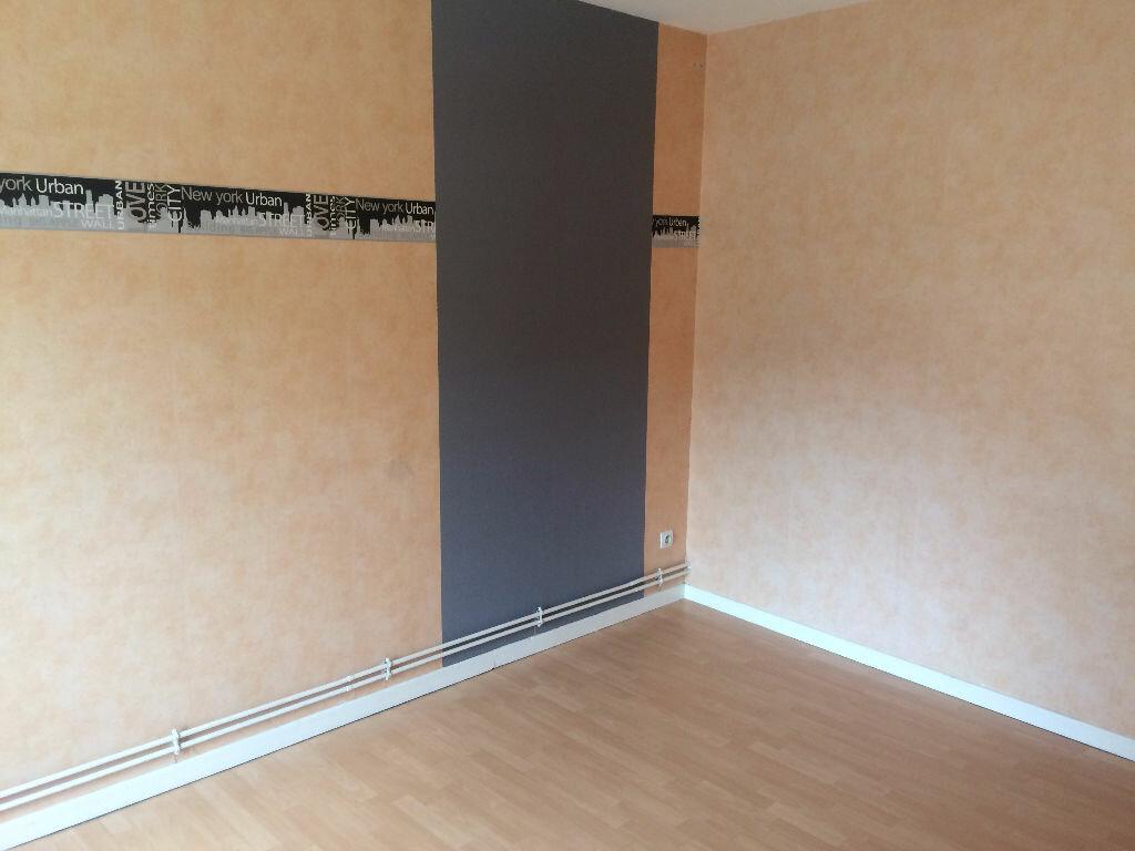 Location Appartement 4 pièces à Sainte-Marguerite - vignette-2