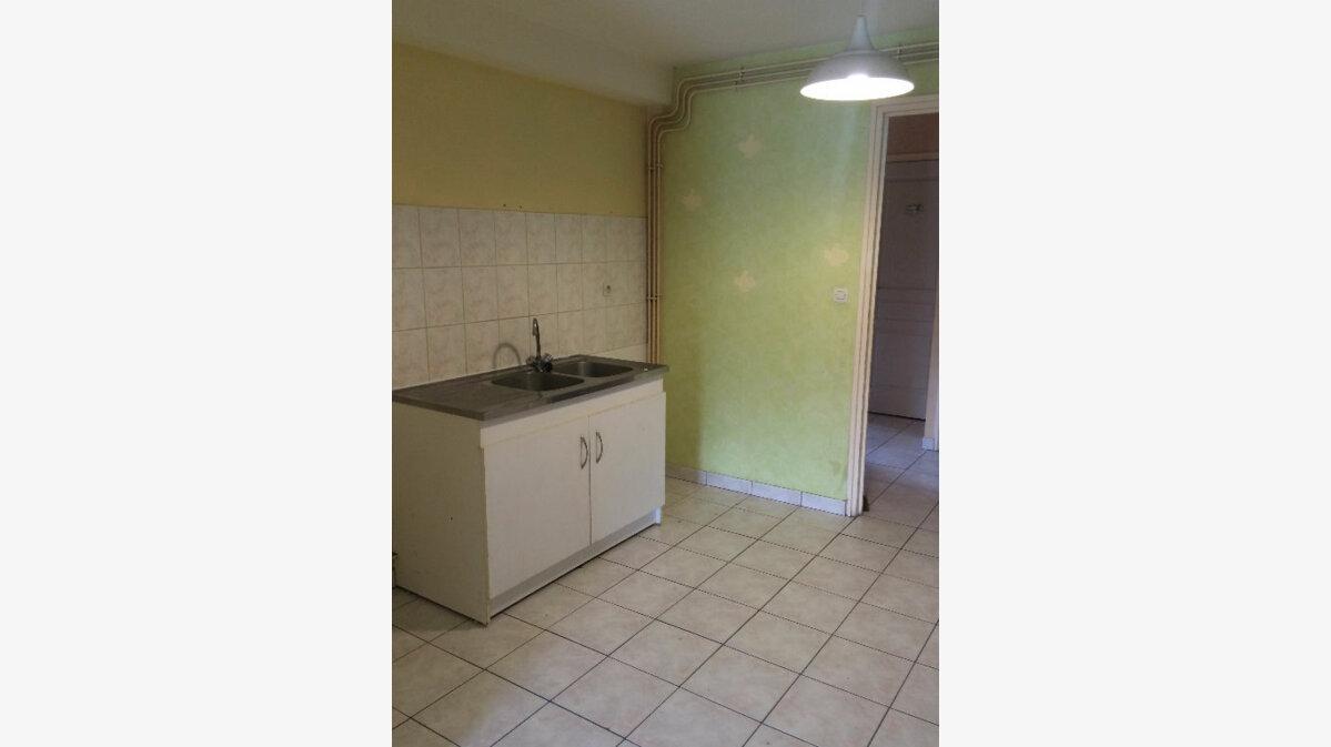Location Appartement 4 pièces à Sainte-Marguerite - vignette-4