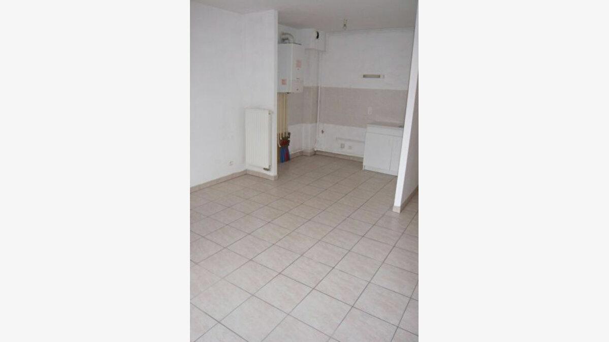 Location Appartement 2 pièces à Étival-Clairefontaine - vignette-1