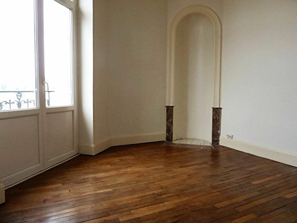 Location Appartement 4 pièces à Nancy - vignette-2