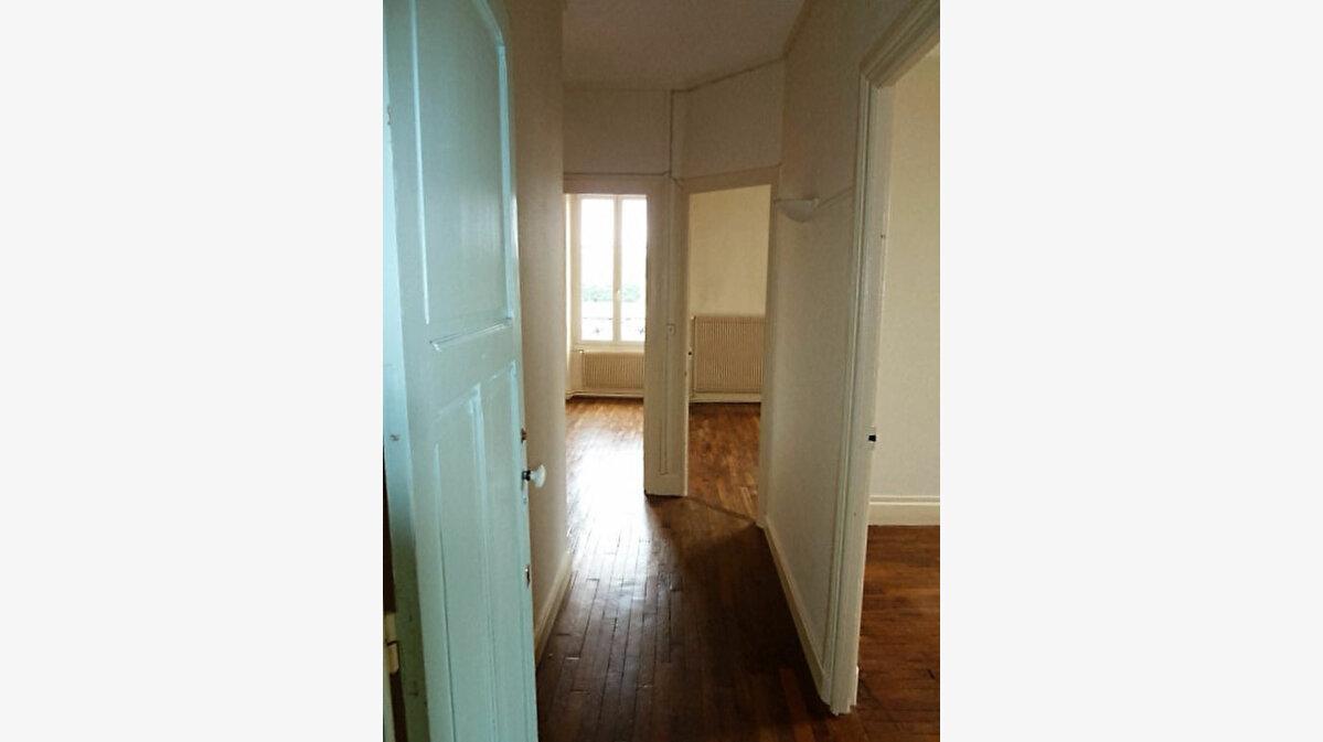 Location Appartement 4 pièces à Nancy - vignette-3