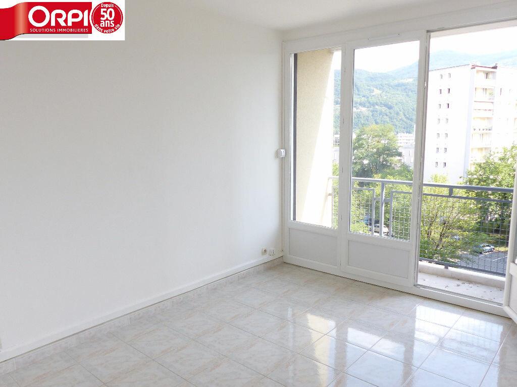 Location Appartement 3 pièces à Saint-Martin-d'Hères - vignette-1