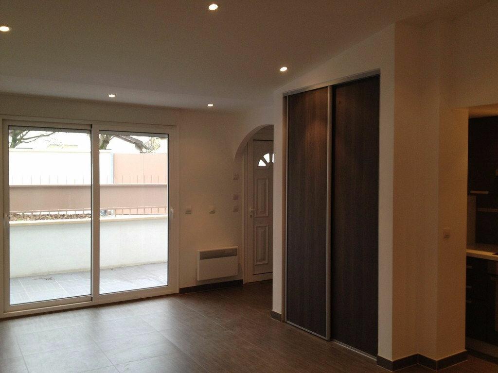 Location Appartement 2 pièces à Livry-Gargan - vignette-4