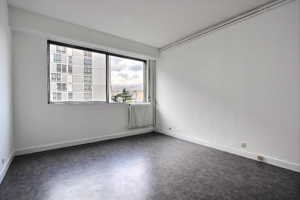 Achat Appartement 4 pièces à Paris 20 - vignette-4