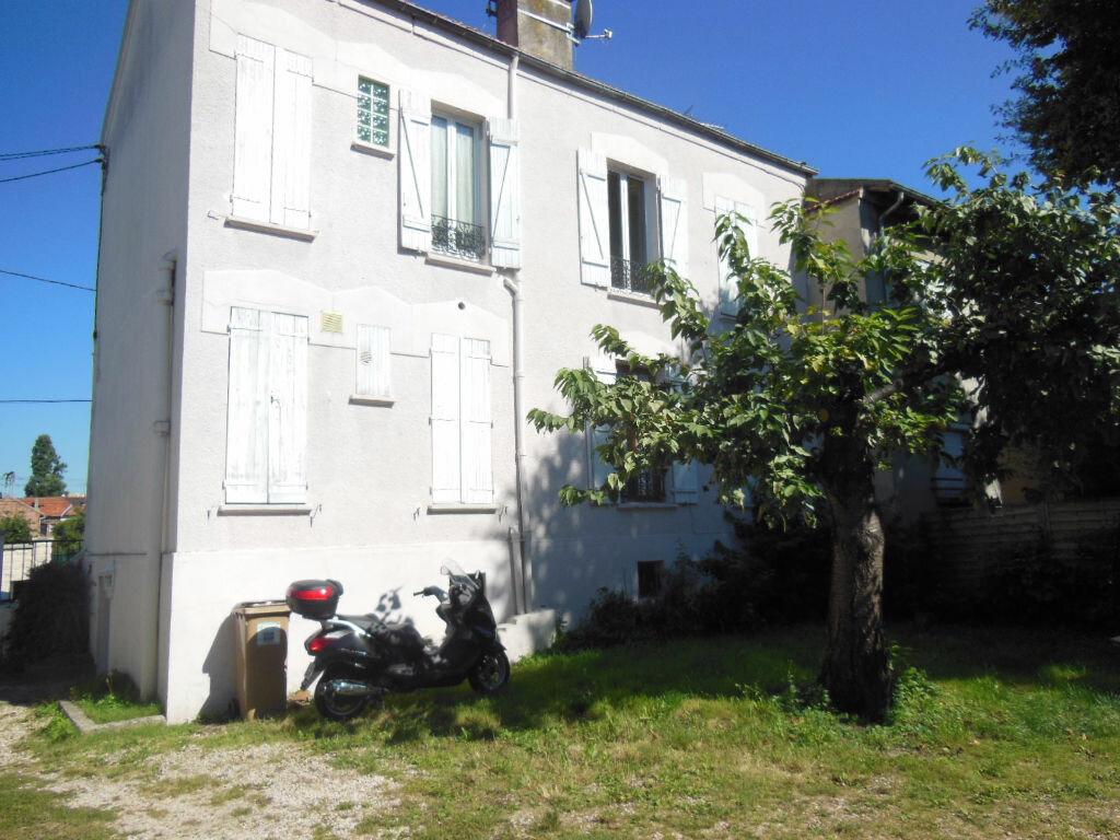 Location Appartement 1 pièce à Neuilly-Plaisance - vignette-1