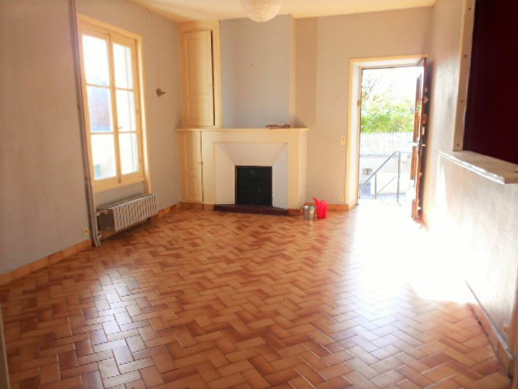 Location Maison 4 pièces à Chisseaux - vignette-1