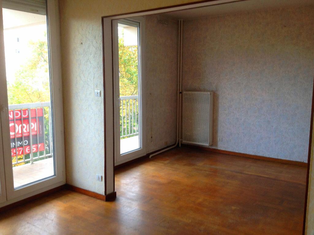 Achat Appartement 4 pièces à Vaulx-en-Velin - vignette-2