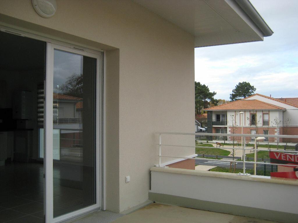 Location Appartement 3 pièces à Saint-Aubin-de-Médoc - vignette-1