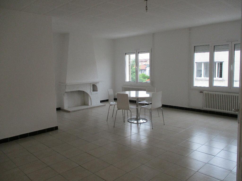 Location Appartement 4 pièces à Bordeaux - vignette-1