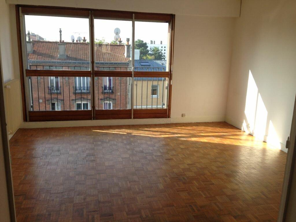 Location Appartement 3 pièces à Romainville - vignette-1
