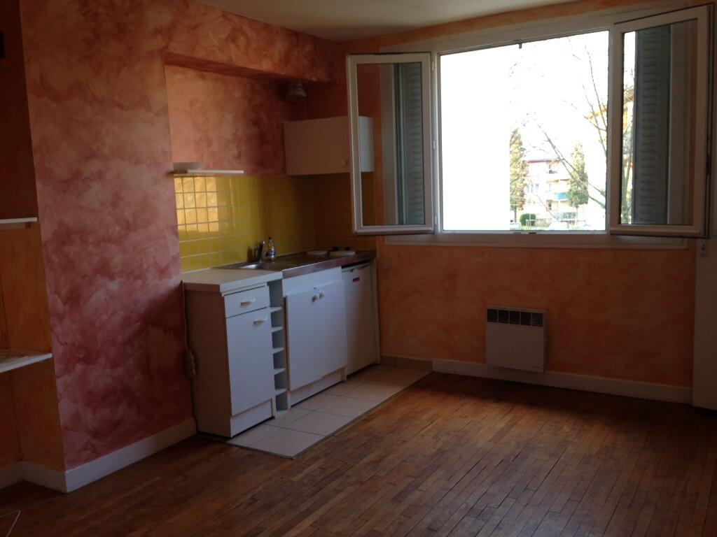 Location Appartement 2 pièces à Noisy-le-Sec - vignette-1