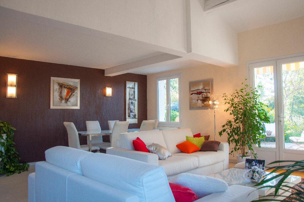 Achat Maison 8 pièces à Saint-Cyr-sur-Mer - vignette-4