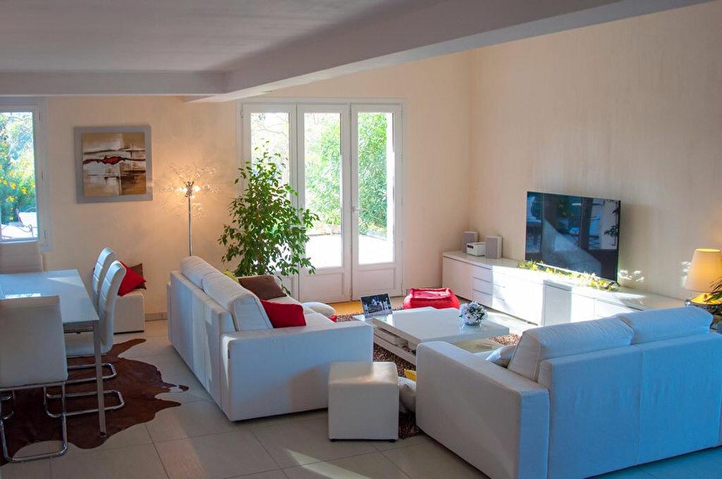 Achat Maison 8 pièces à Saint-Cyr-sur-Mer - vignette-6