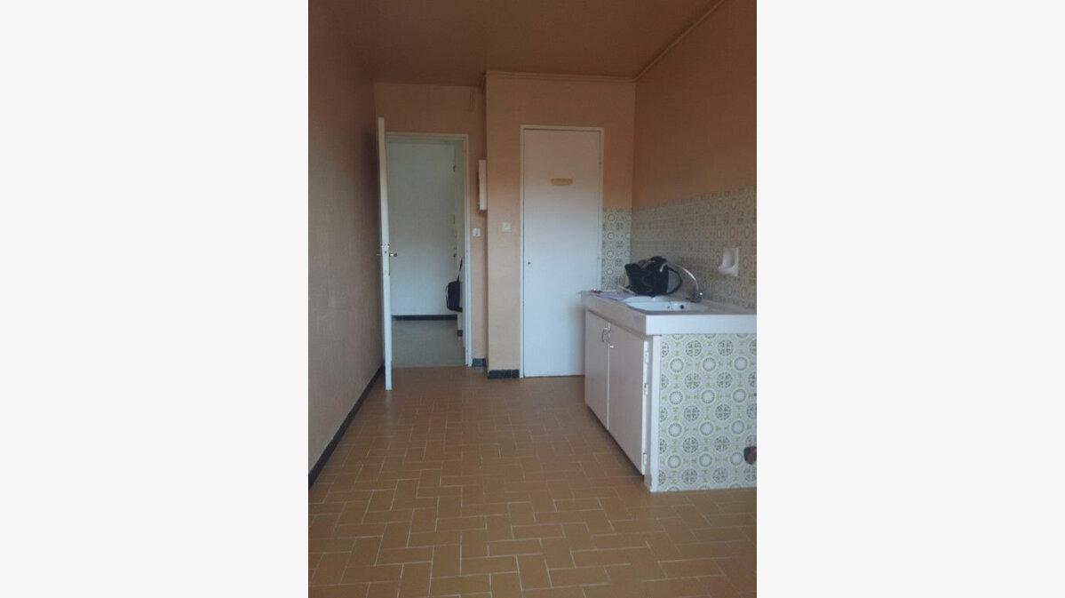 Location Appartement 4 pièces à La Seyne-sur-Mer - vignette-3