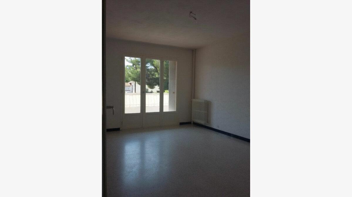 Location Appartement 4 pièces à La Seyne-sur-Mer - vignette-4