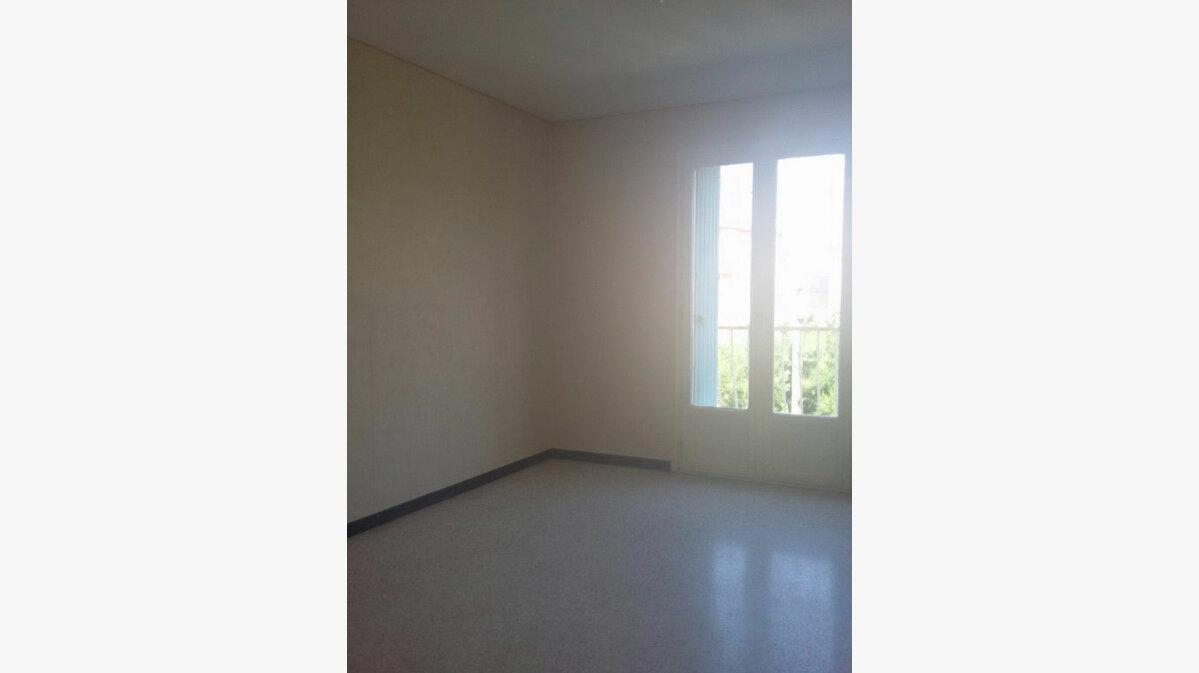 Location Appartement 4 pièces à La Seyne-sur-Mer - vignette-5