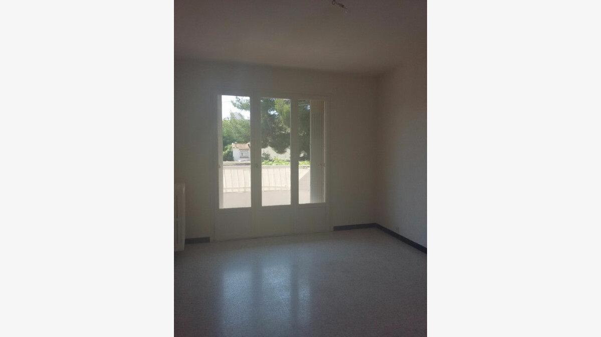 Location Appartement 4 pièces à La Seyne-sur-Mer - vignette-6