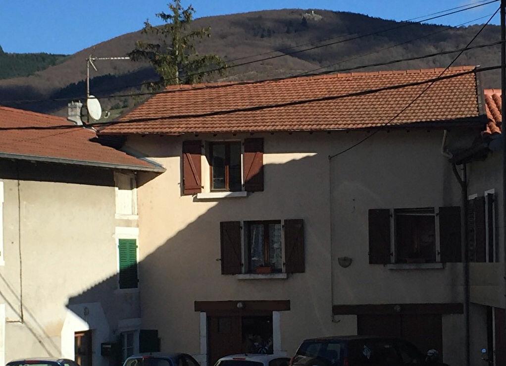 Achat Maison 4 pièces à Saint-Didier-sur-Beaujeu - vignette-1