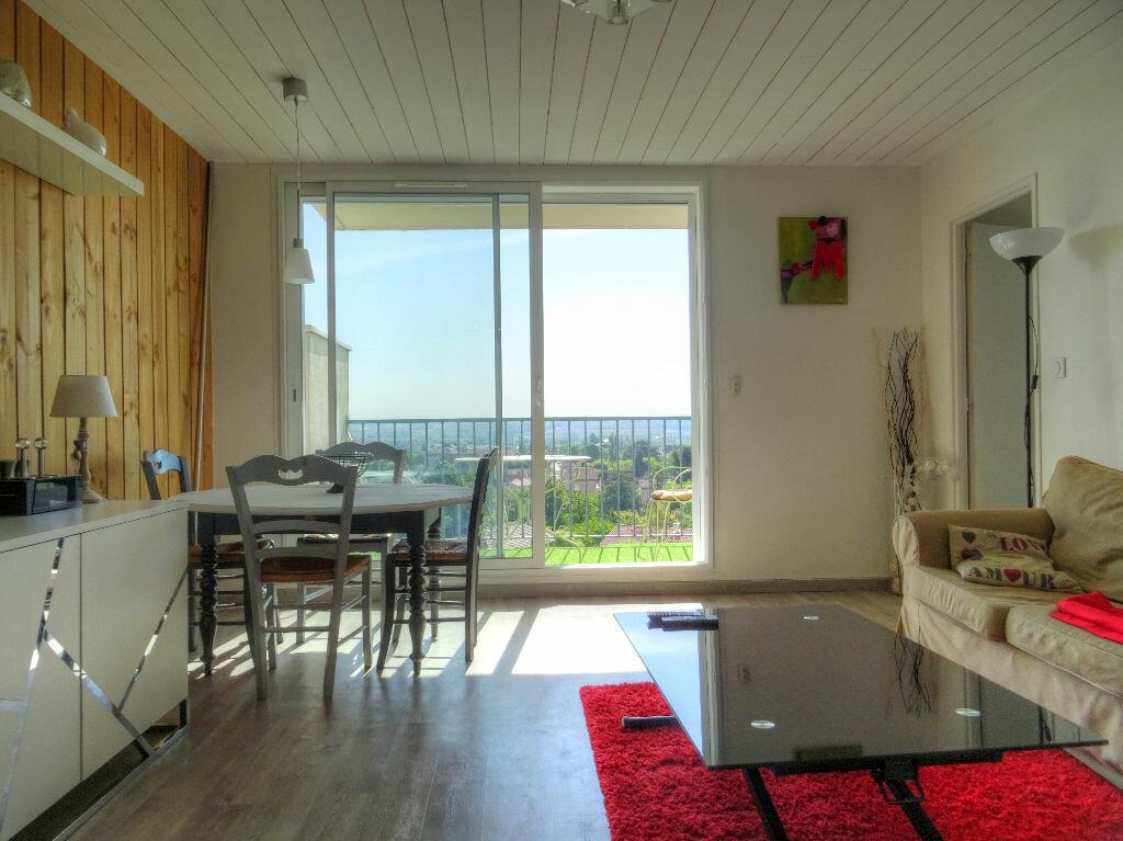 Achat Appartement 3 pièces à Villefranche-sur-Saône - vignette-1