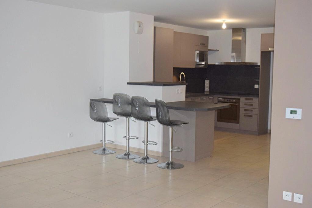 Achat Appartement 4 pièces à Neuville-sur-Saône - vignette-2