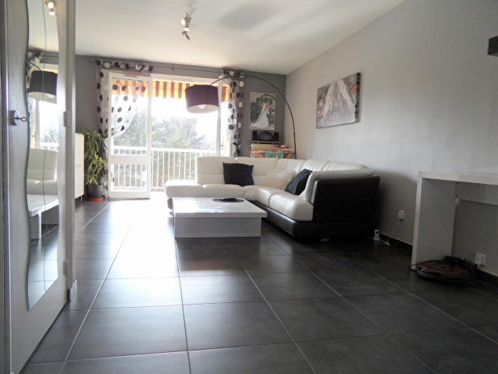 Achat Appartement 3 pièces à Fontaines-sur-Saône - vignette-1