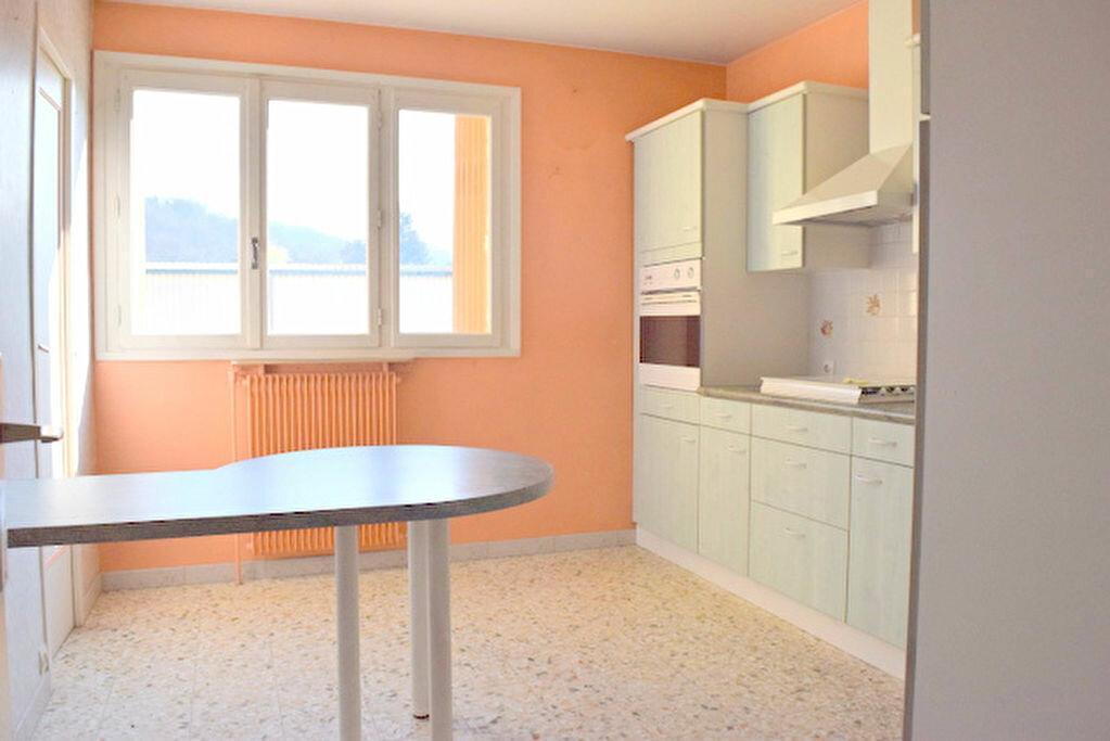Achat Appartement 4 pièces à Fontaines-sur-Saône - vignette-4