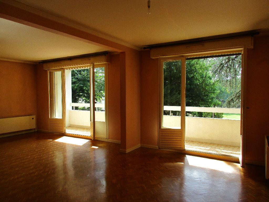 Achat Appartement 4 pièces à Fontaines-sur-Saône - vignette-1