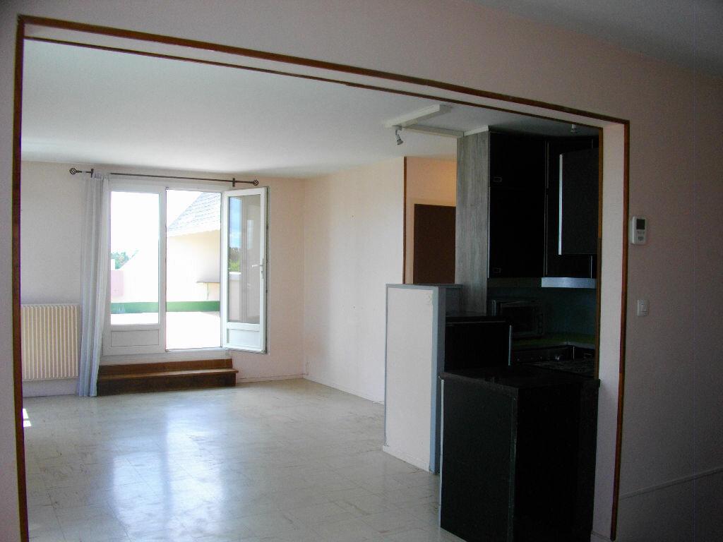Location Appartement 4 pièces à Bourges - vignette-3