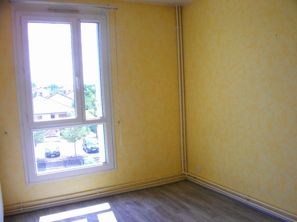 Location Appartement 4 pièces à Bourges - vignette-13