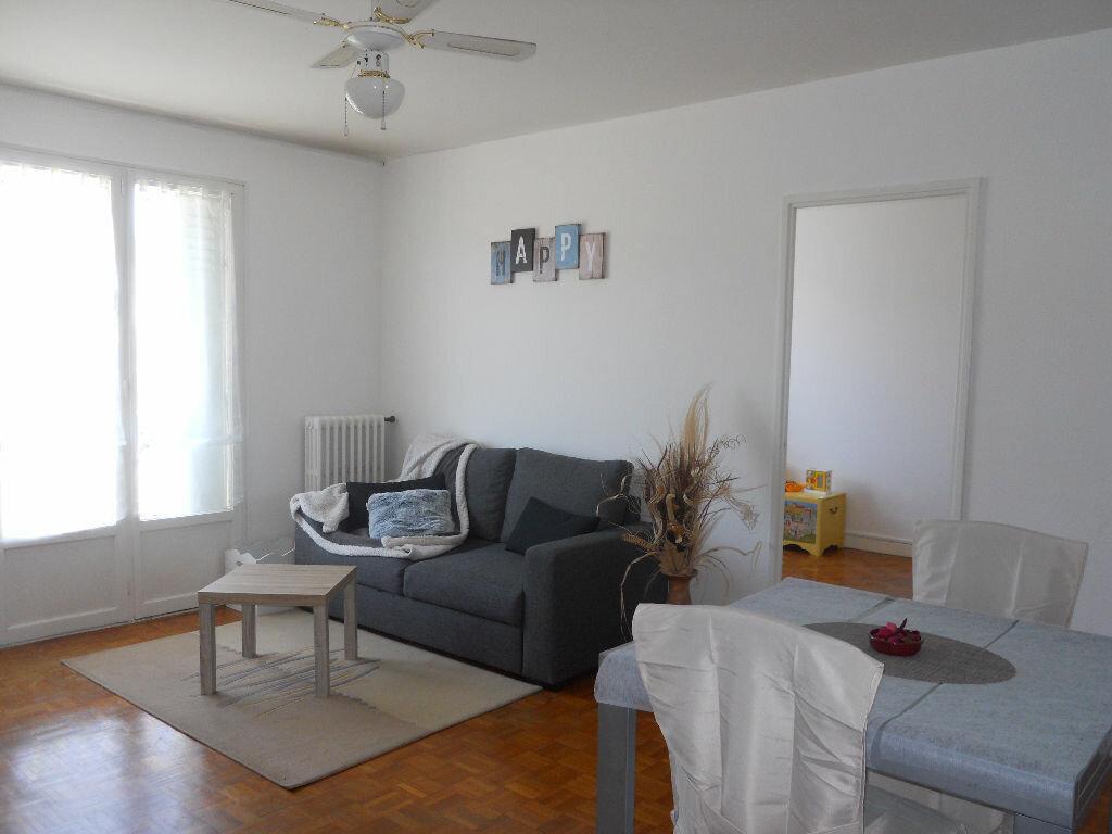 Achat Appartement 3 pièces à Bourgoin-Jallieu - vignette-1