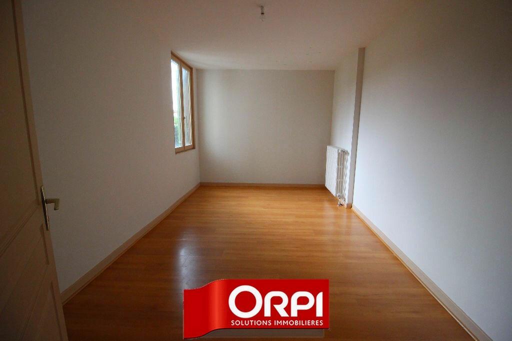 Achat Appartement 4 pièces à Saint-Clair-de-la-Tour - vignette-6