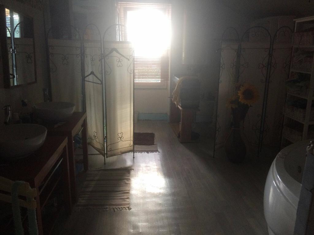 Achat Maison 7 pièces à Saint-Clair-de-la-Tour - vignette-5
