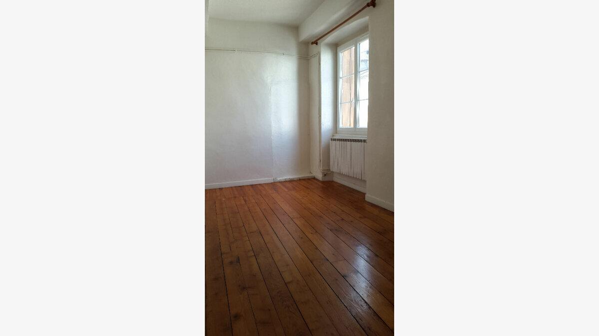 Location Appartement 3 pièces à Bourgoin-Jallieu - vignette-1