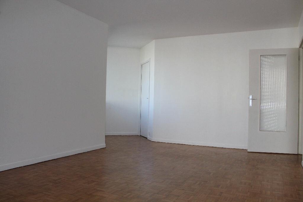 Location Appartement 3 pièces à Saint-Germain-en-Laye - vignette-1