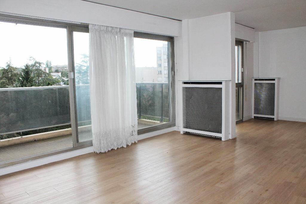 Achat Appartement 4 pièces à Saint-Germain-en-Laye - vignette-1