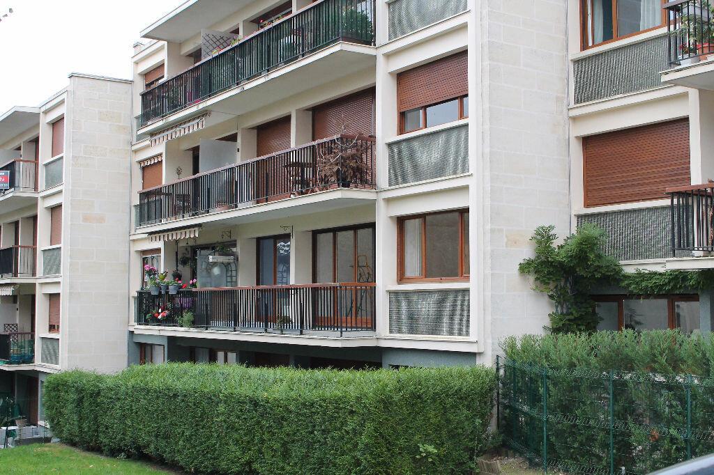 Location Appartement 4 pièces à Chambourcy - vignette-1