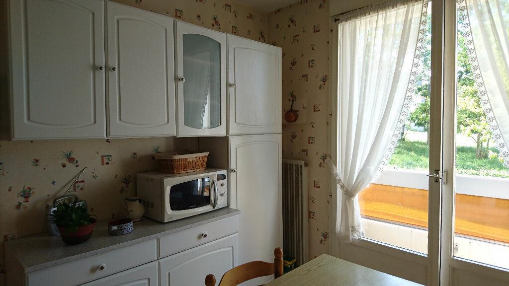 Achat Appartement 4 pièces à Vichy - vignette-3