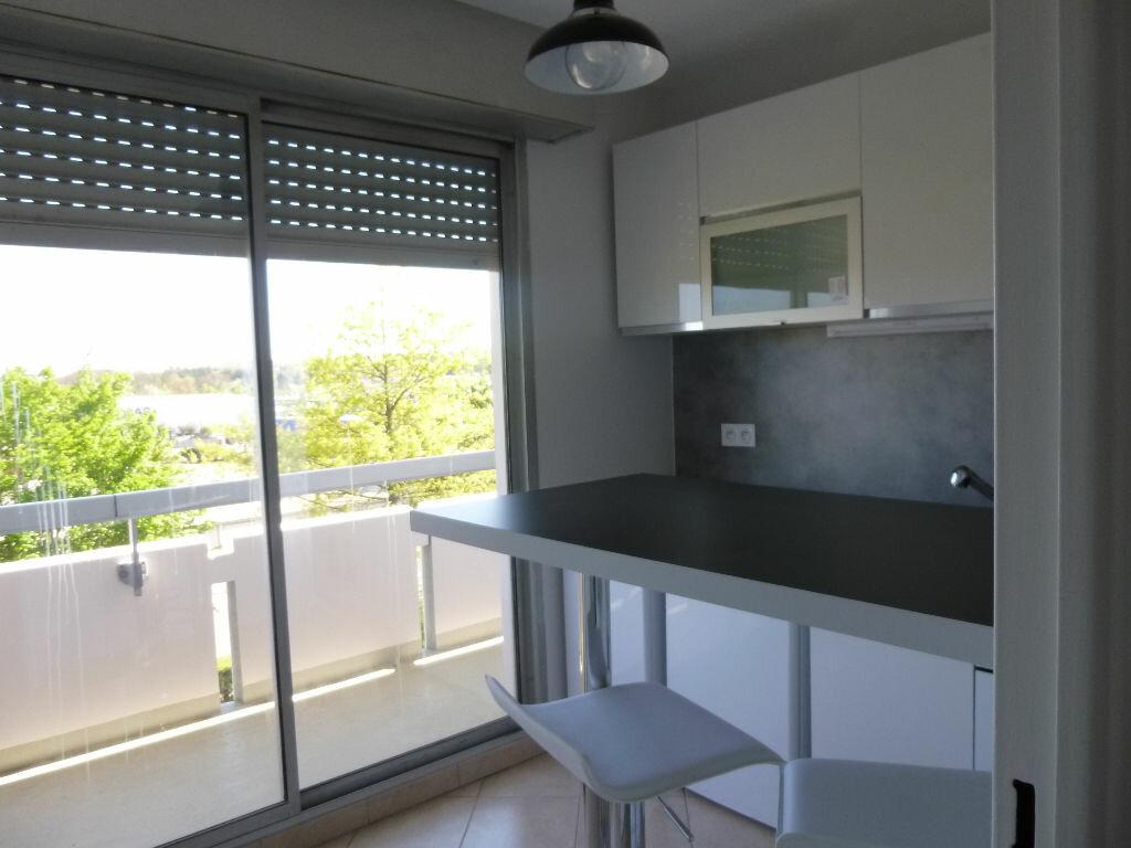 Location Appartement 1 pièce à Bellerive-sur-Allier - vignette-1